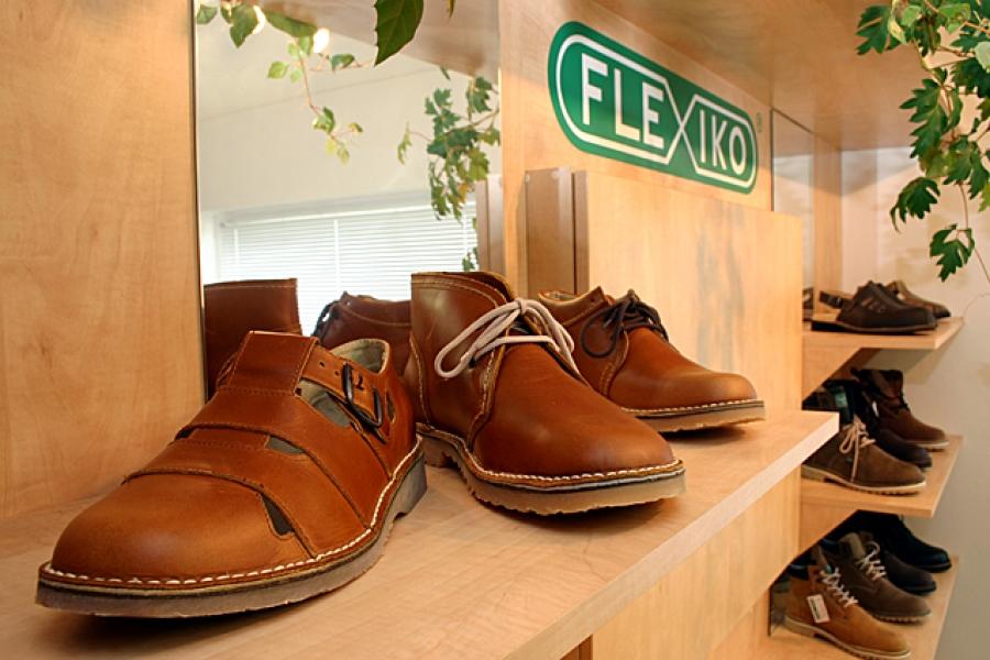 f0d244f563a Firma Flexiko CZ s.r.o. byla založena v roce 1992. Od svého založení se  specializuje na výrobu flexiblové obuvi jako uceleného výrobního cyklu od  vývoje ...