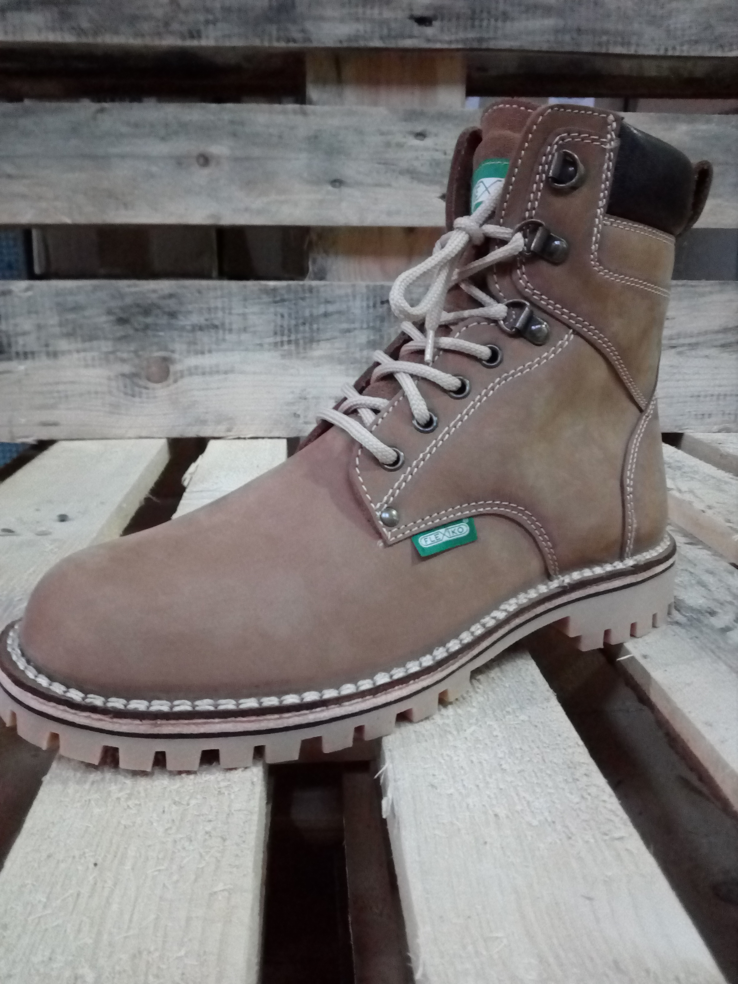 7e9eb2b4463 Zimní vycházková obuv  Zimní farmářka vysoká
